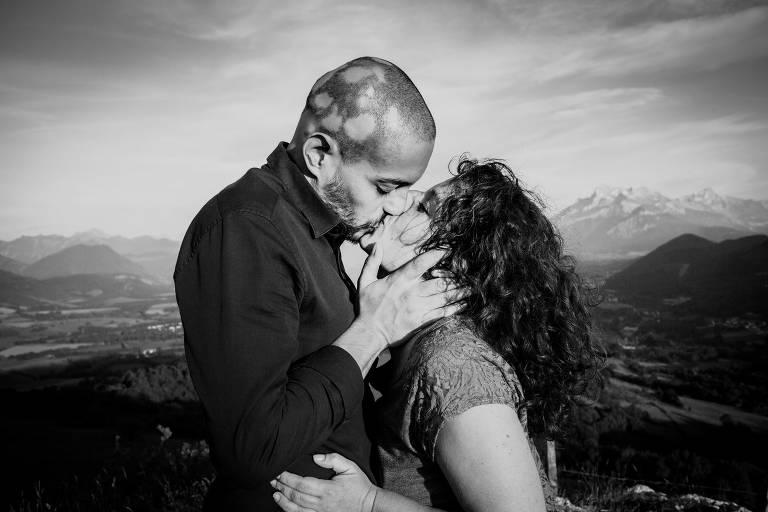 couple en train de s'embrasser